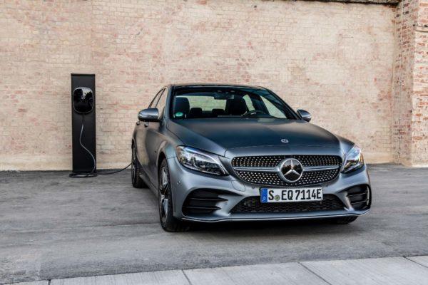 Mercedes-Benz překvapil. Jeho hybridní diesel má 300 koní a krouťák jako AMG