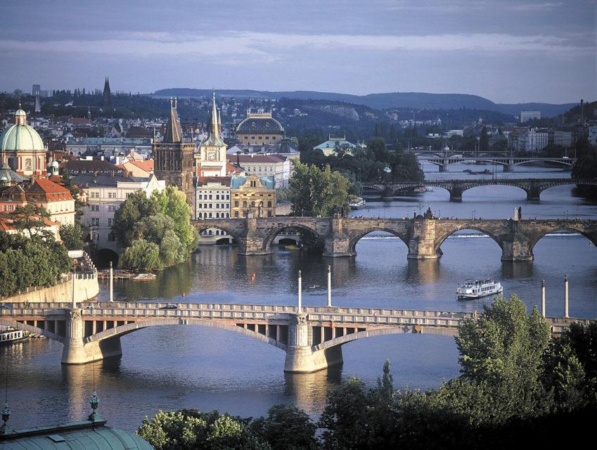 Mosty v Praze: Mánesův, Karlův, Legií, Jiráskův a Palackého. Foto: Estec Co.Ltd / CC BY 3.0
