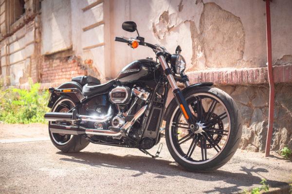 Test motorky: Harley-Davidson Breakout — designová perla