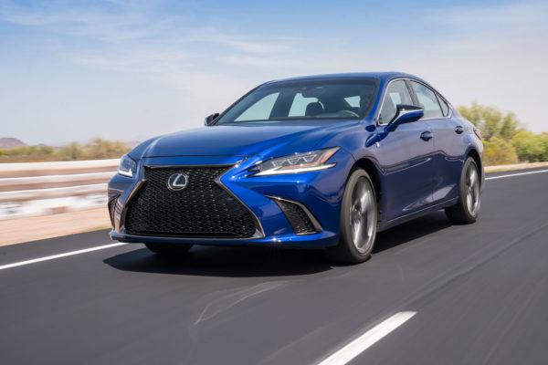 Lexus vyměnil svoji vyšší střední třídu GS za novou ES. Je slabší, než myslíte