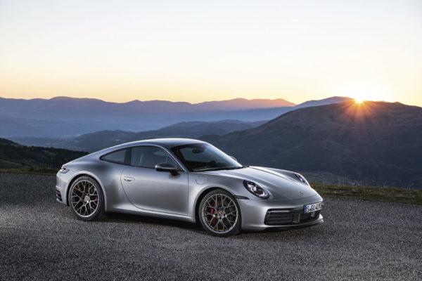 Nové Porsche 911 je tu. Osmá generace se zatím obejde bez baterek